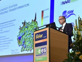 Perspective of the host country: At the opening of the Intersolar Conference, Werner Götz, CEO of the transmission grid operator TransnetBW GmbH, provided insights into the challenges facing the energy transition in Germany. (Photo: Solar Promotion)
