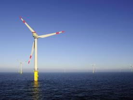 According to a recent German study, technical innovations, standardisation and optimised planning will save time and costs for offshore grid connections. (Photo: DOTI 2010 / alpha ventus)