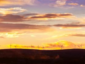 Sun and wind join forces in UK (Photo: iStock)