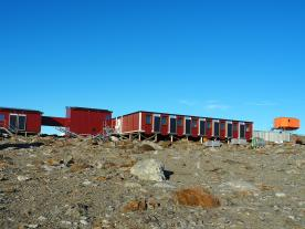 The refurbished station in Antarctica now has a solar thermal and PV system. (Photo: Elektro-Mechanik Meisl GmbH)
