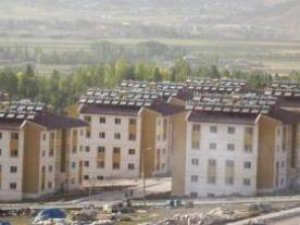A year after the heavy earthquake in Van, the first 15,000 new flats are complete. Each one has its own solar facility. (Photo: Ezinc)