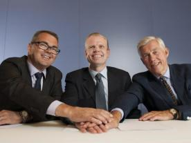 From left: Svein Richard Brandtzæg (CEO Hydro), Svein Tore Holsether (CEO Sapa)