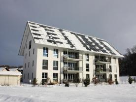 Even in the depths of winter, residents heat with the sun. Photo: Jenni Energietechnik