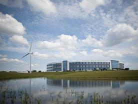 The turbine at Widex's headquarters in Lynge is a Vestas V80/2.0 MW. (Photo: Widex)
